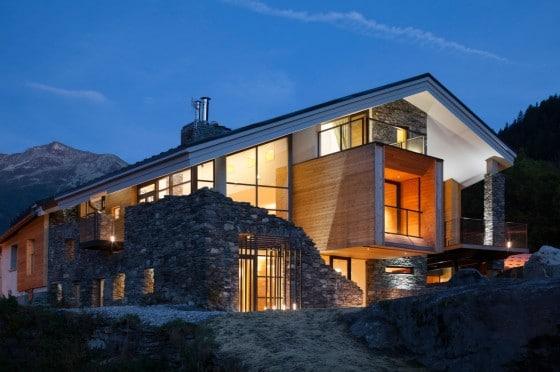 Casa moderna en la montaña
