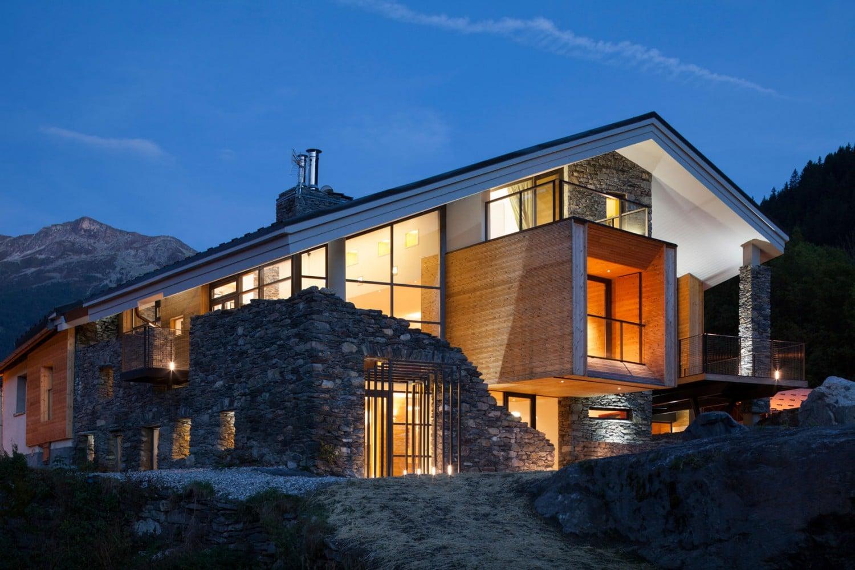 dise o de casa moderna en la monta a fachada piedra On casas en montanas