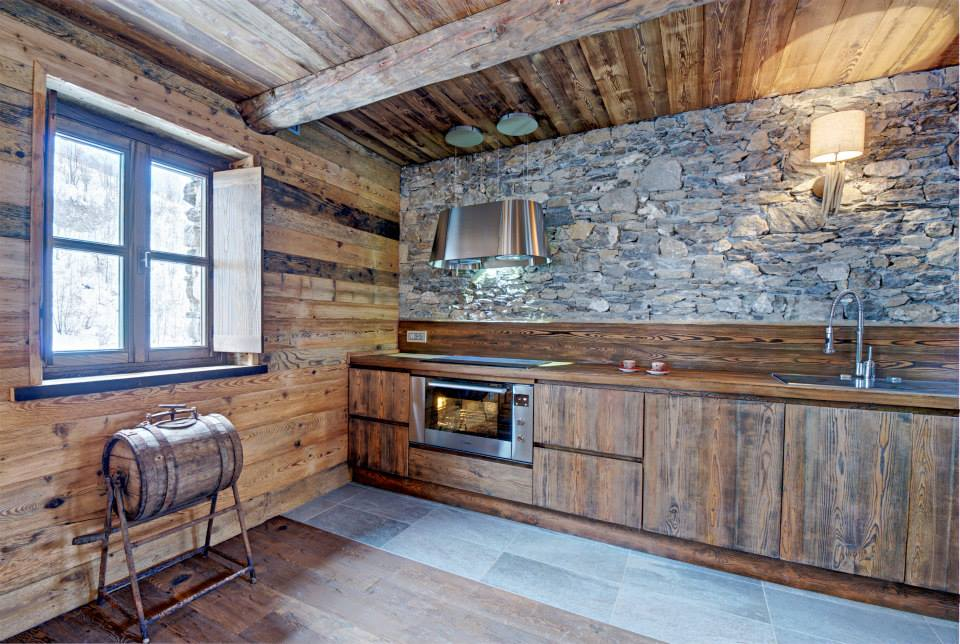 Dise o de interiores r stico uso de madera y piedra - Como disenar una cocina rustica ...