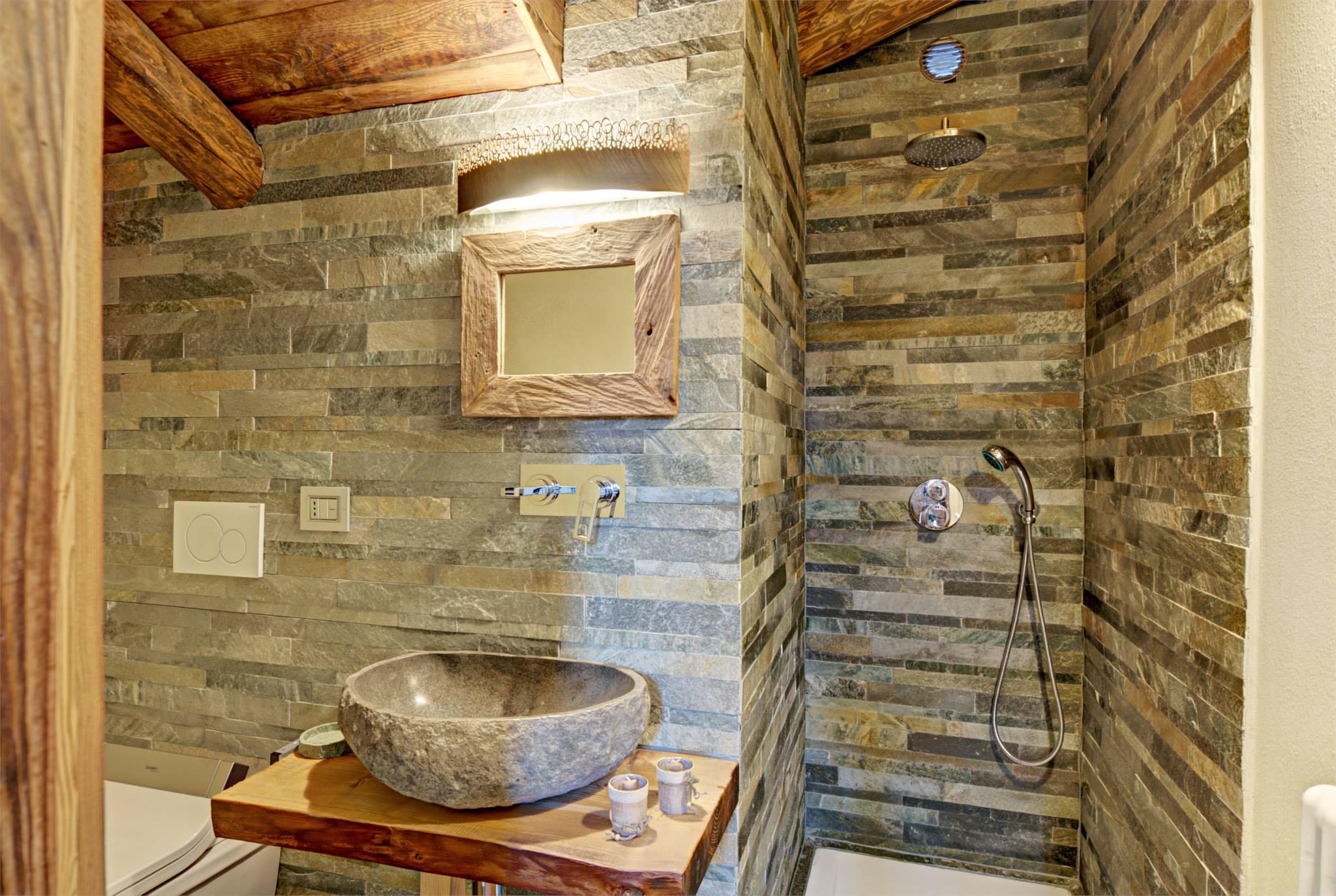 Dise 241 O De Interiores R 250 Stico Uso De Madera Y Piedra