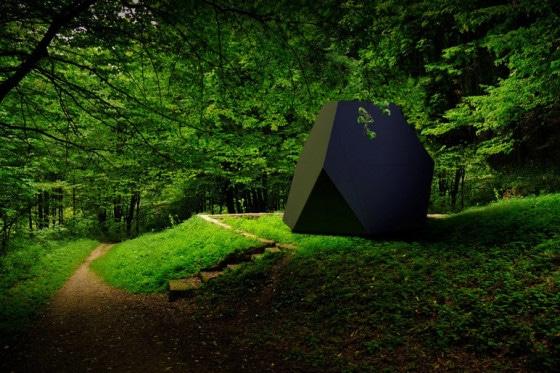 Cubo modular en el jardín