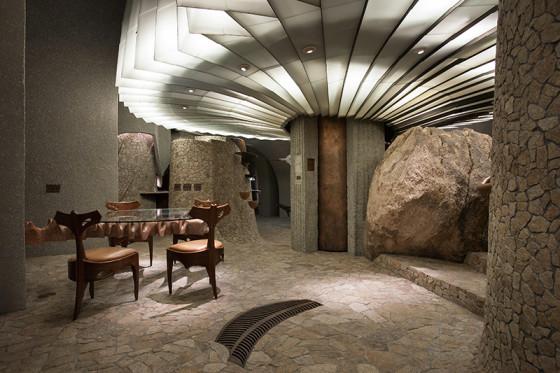 Decoración de interiores de casa orgánica con luminarias