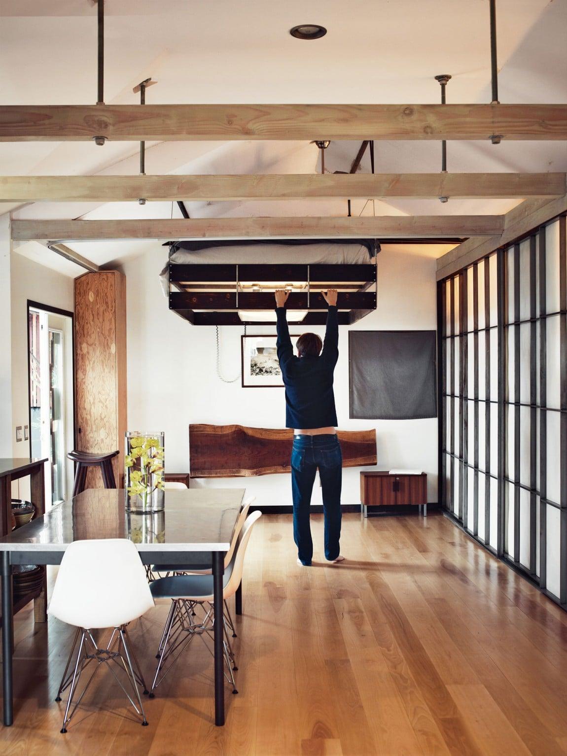 Dise o de casa muy peque a de madera fachada e - Sillas colgantes del techo ...