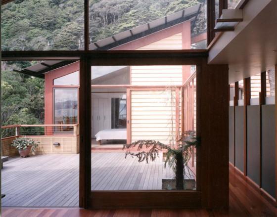 Diseño de casa en la montaña con vista a terraza