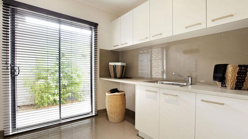 Casa de dos pisos moderna fachada y dise o de interiores for Diseno de interiores zona oeste
