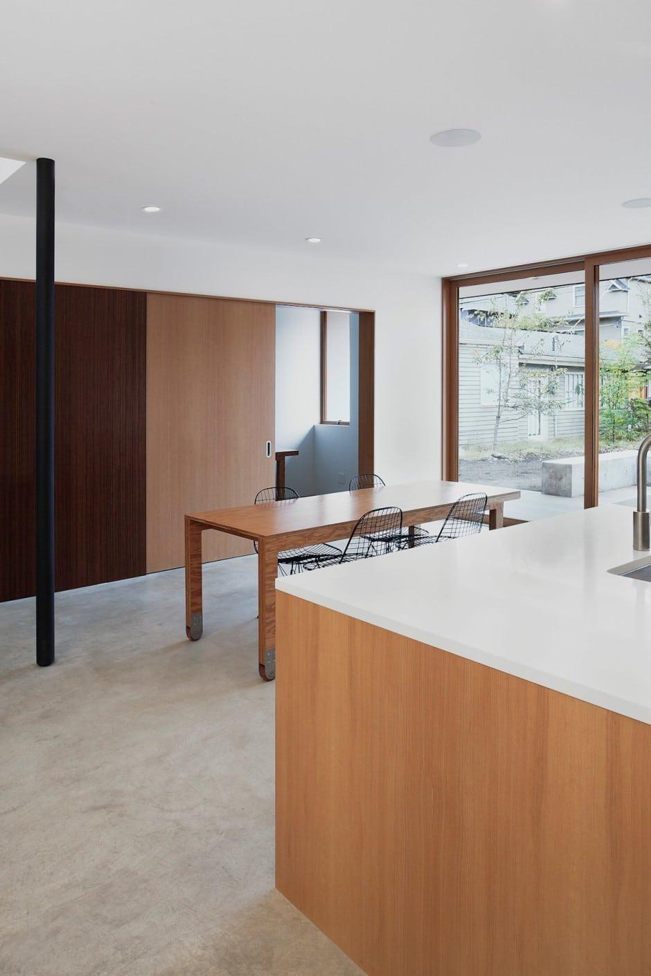 Planos de casa de dos pisos en terreno peque o construye for Comedor sencillo de madera