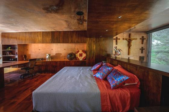 Diseño de dormitorio en casa en la montaña