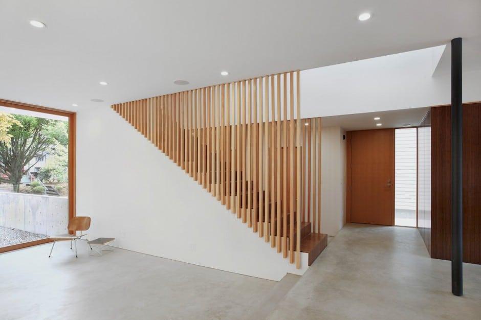 Planos de casa de dos pisos en terreno peque o construye for Gradas interiores para casas
