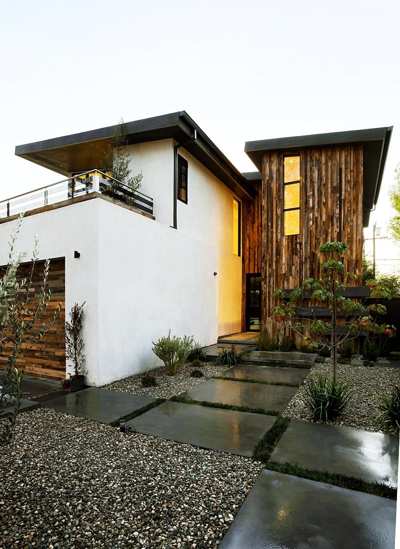 Dise o de casa moderna de dos pisos fachada e interiores for Disenos de pisos para casas