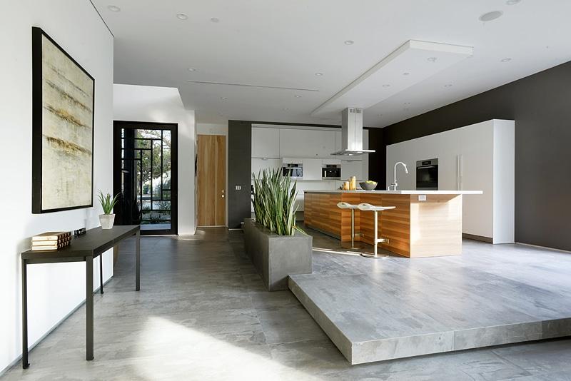 Dise o de casa moderna de dos pisos fachada e interiores for Decoracion de pisos interiores
