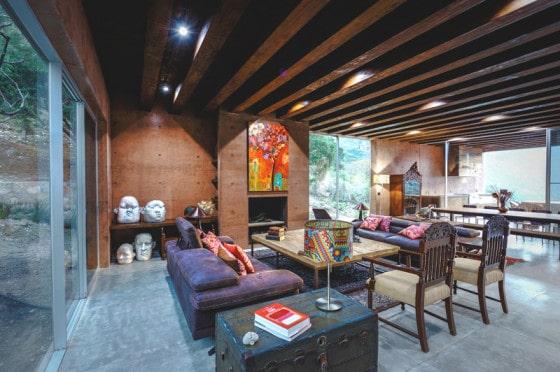 Diseño de sala comedor de casa montaña