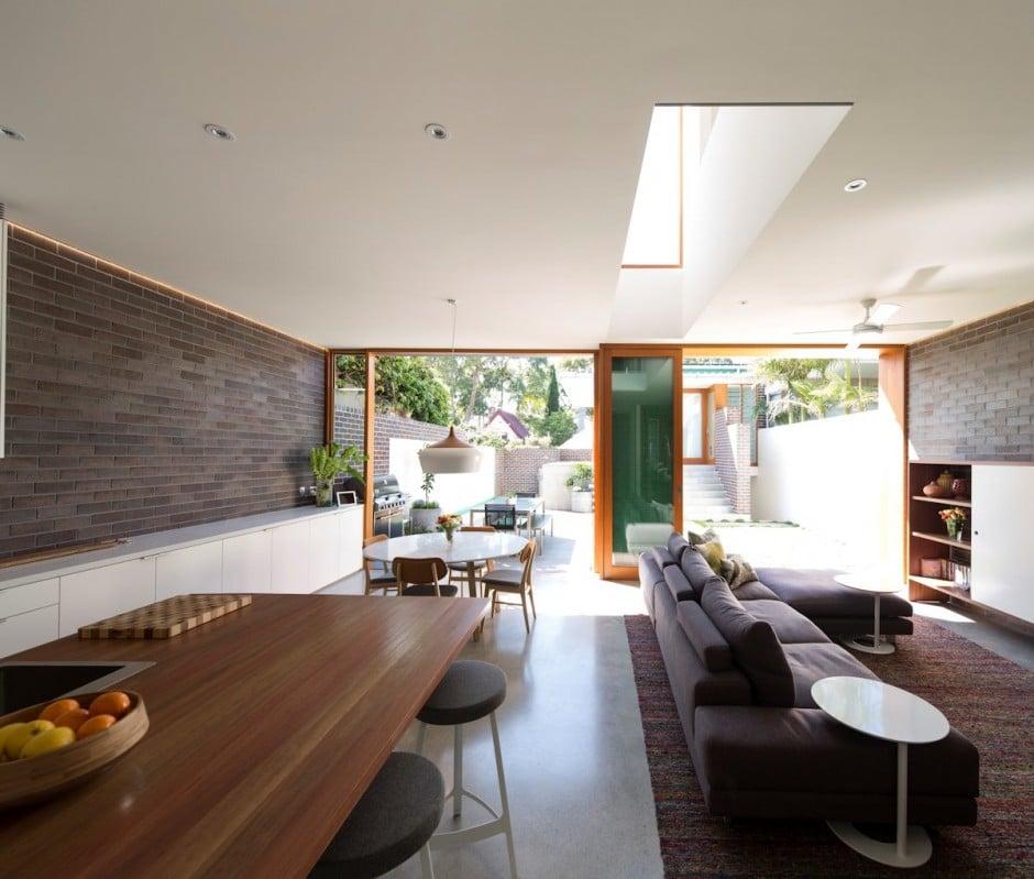 Dise o de casa moderna de dos pisos en terreno largo for Diseno living comedor