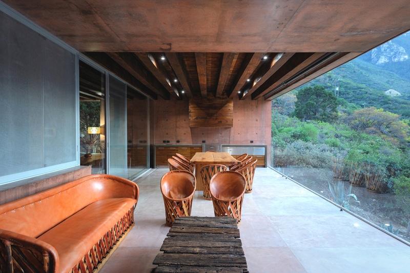 Dise o de casa moderna en la monta a construida en for Diseno de hogar