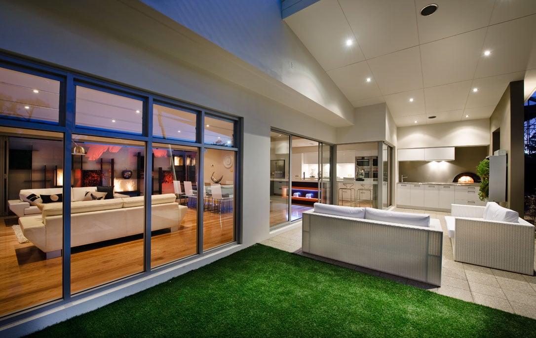 Moderna casa de dos plantas con dise o interior que for La casa del barbecue
