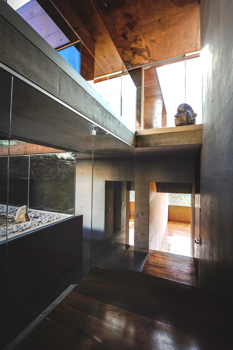 Dise o de casa moderna en la monta a construida en hormig n for Diseno de la casa interior