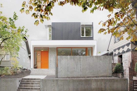 Fachada de casa moderna de dos niveles