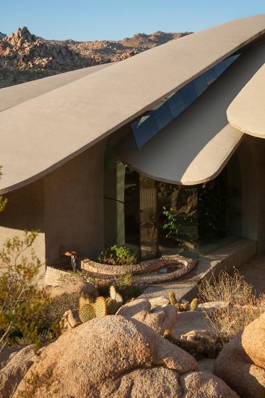 Fachada de casa orgánica