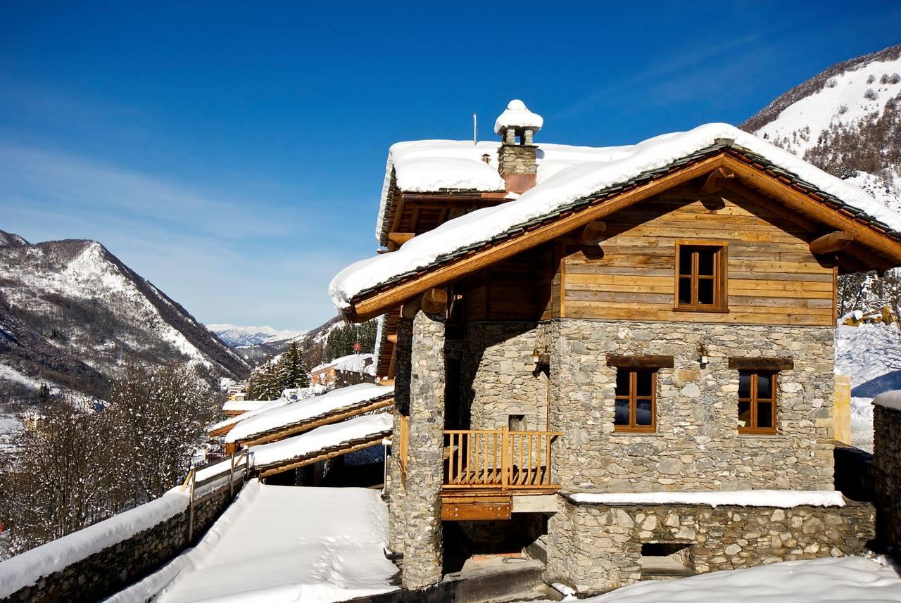 Dise o de interiores r stico uso de madera y piedra - Casas de piedra ...