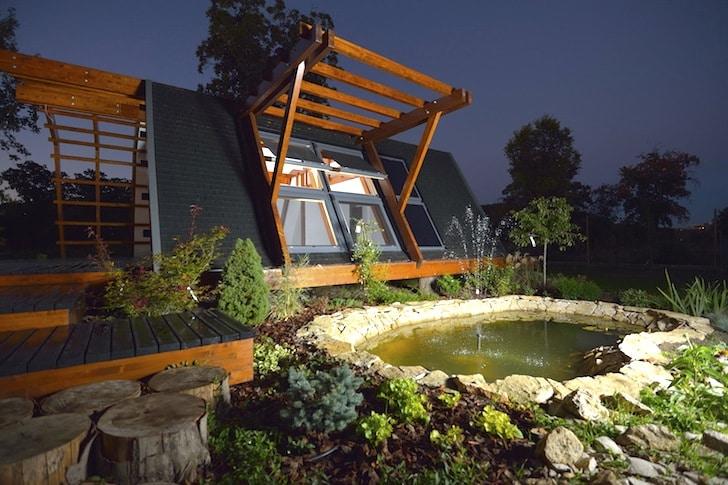 Dise o de casa peque a de madera autosustentable - Como se construye una casa de madera ...