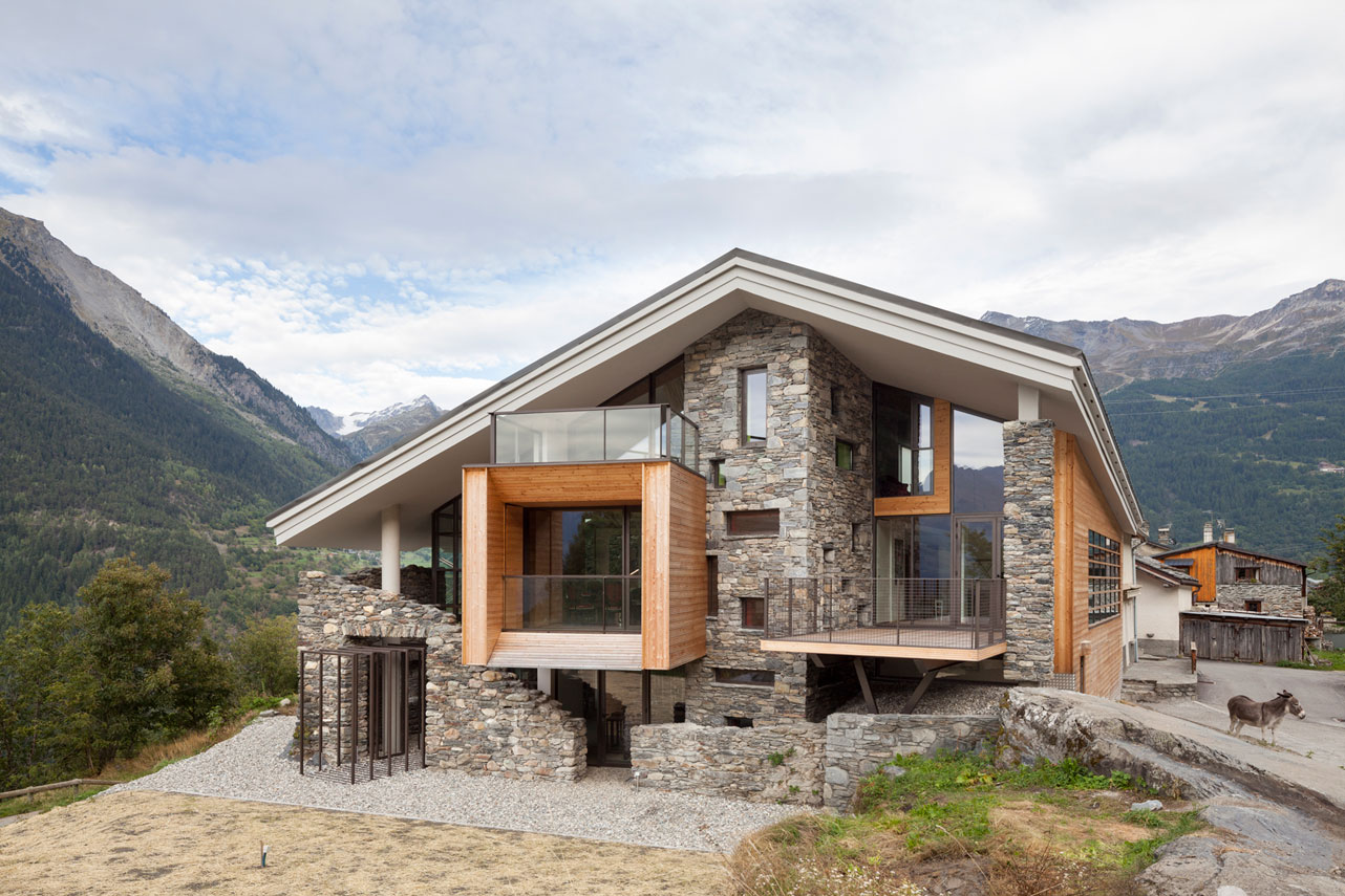 Diseño de casa moderna en la montaña, fachada piedra madera ...