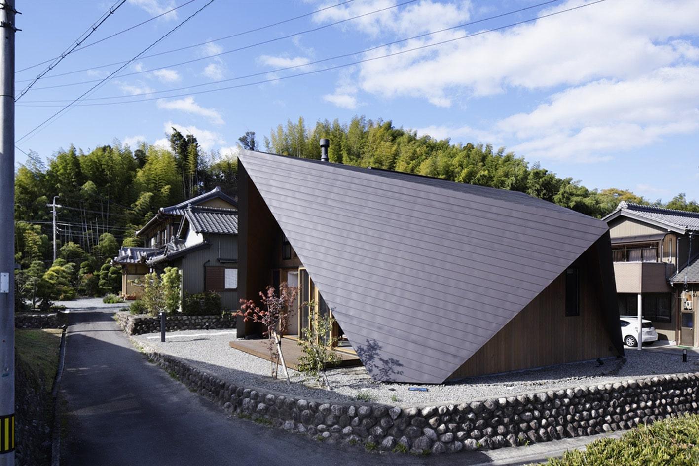 Casa de dos pisos con techo tipo origami para protección | Construye ...