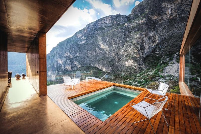 Dise o de casa moderna en la monta a construida en - Jacuzzi en terraza ...
