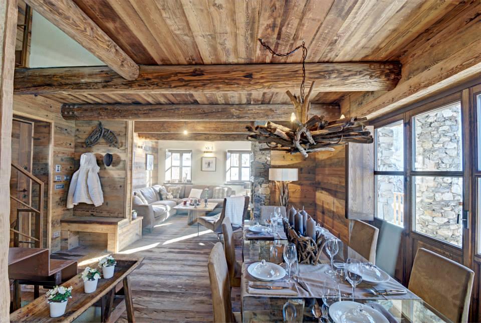 Dise o de interiores r stico uso de madera y piedra - Disenos de comedores de madera ...