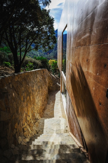 Vista de perfil de casa en la montaña 2