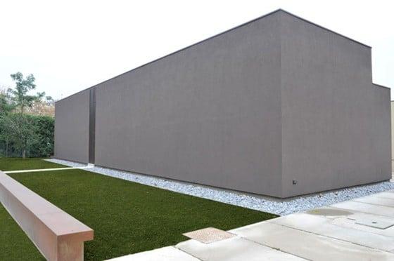 Gran ceerco perimétrico de casa en color gris