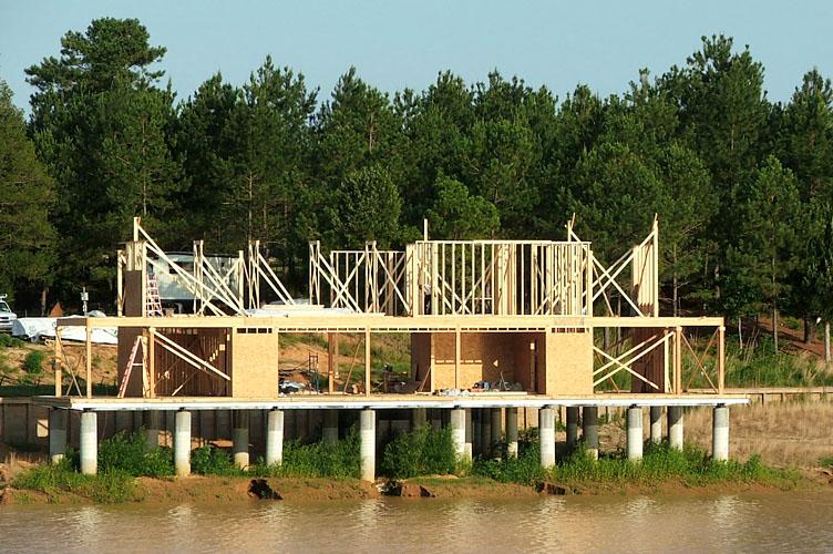 Dise o y construcci n de casa de madera sobre lago - Como se construye una casa de madera ...