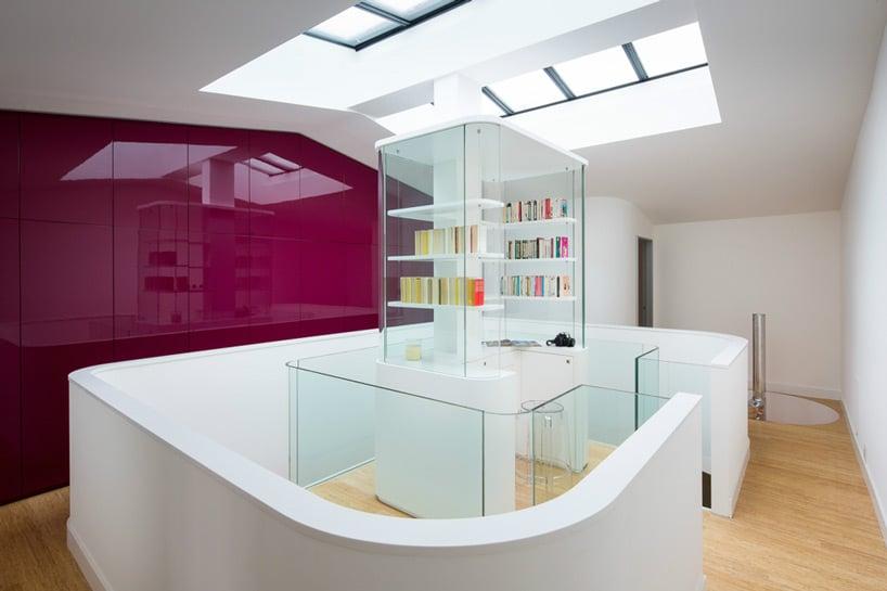 Dise o de interiores de casa peque a moderna iluminaci n - Bodegas en sotanos de casas ...