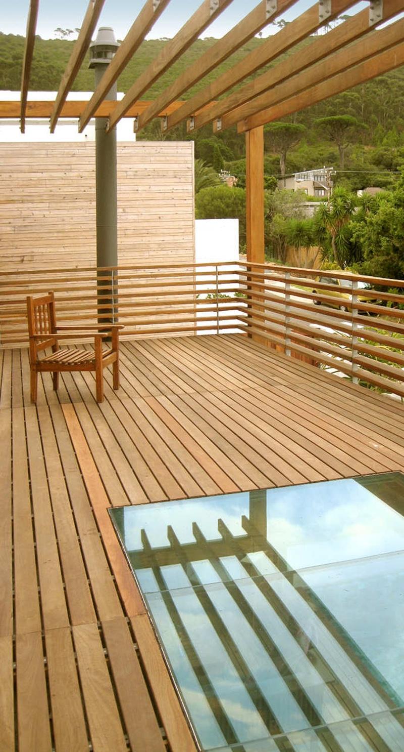 Planos de casa de dos pisos construida en terreno cuadrado for Pisos imitacion madera para terrazas