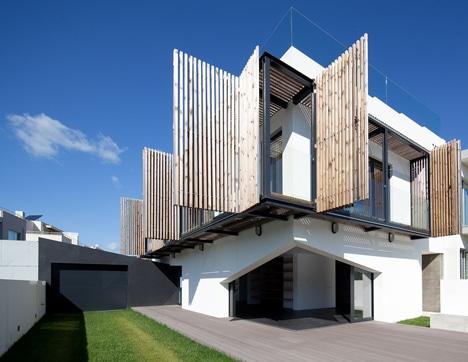 Diseño de balcón para la protección del sol y el aire