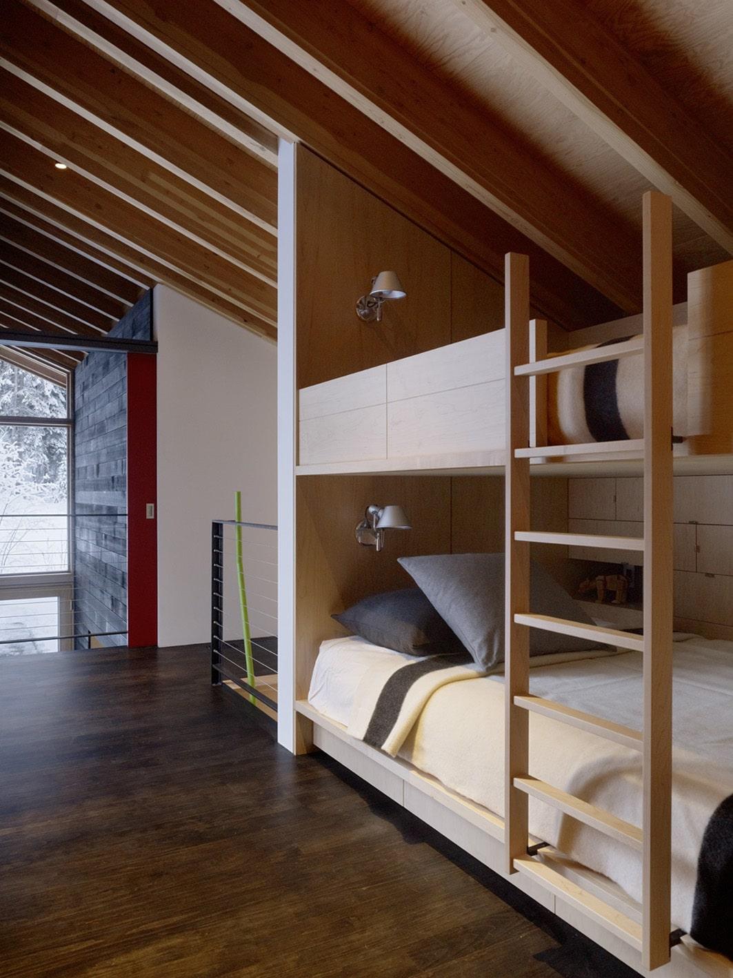 Dise o de casa dividida en dos partes planos e interiores for Diseno de hogar
