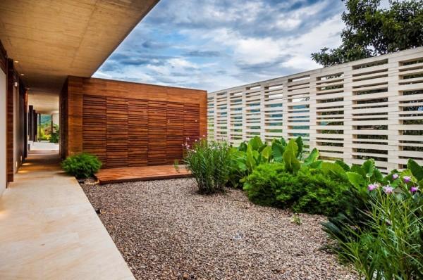 Planos de casa de campo de un piso moderno dise o - Jardines interiores en casas modernas ...