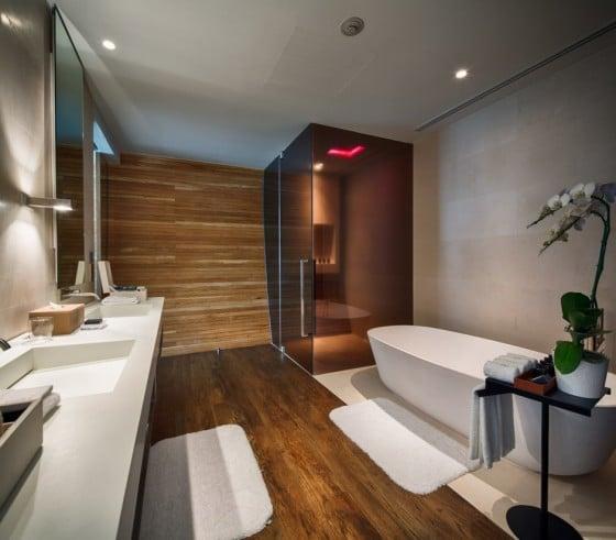 Diseño de amplio cuarto de baño moderno