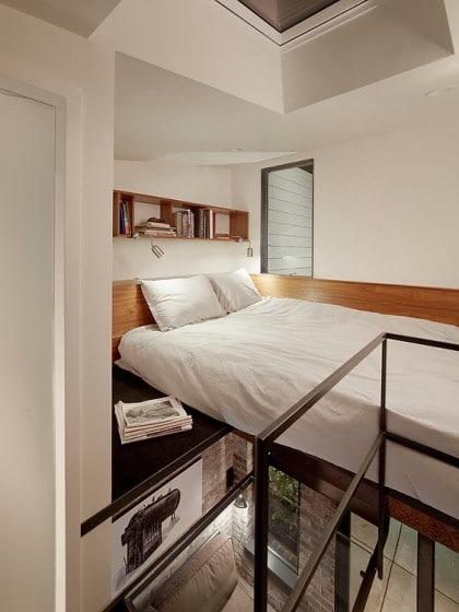 Diseño de dormitorio en mezzanine, tiene un piso transparente