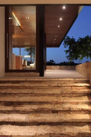 Diseño de escaleras de piedra con aspecto rústico