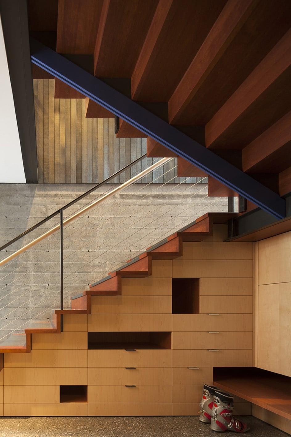 Dise o de casa dividida en dos partes planos e interiores - Disenos de escaleras de madera para interiores ...