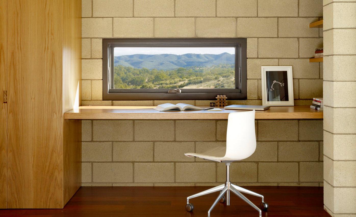 Dise o de casa moderna de un piso de ladrillo caravista Estudios decoracion de interiores