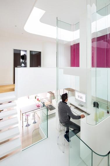 Dise o de interiores de casa peque a moderna iluminaci n for Dormitorios para universitarios