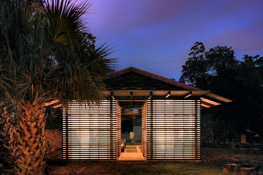 Dise o de garage cochera en exteriores de casa for Ideas para techos exteriores
