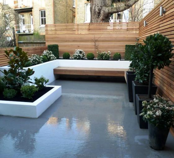 Jardín en el techo  con cerco de varillas de madera