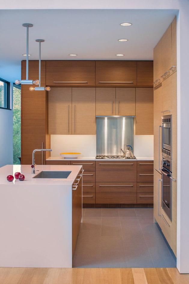 Planos de casa en terreno triangular fachada e interiores for Cocinas para casas