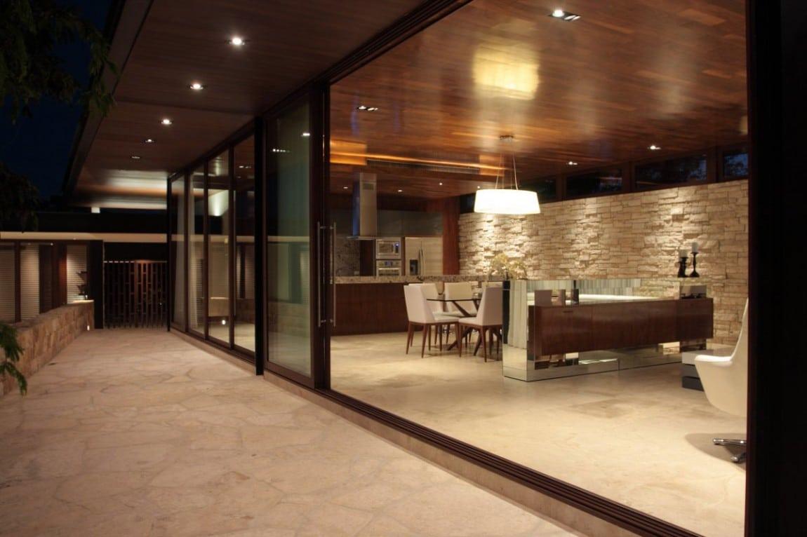 Dise o de casa en forma de l moderna fachada e interiores for Disenos terrazas modernas fotos