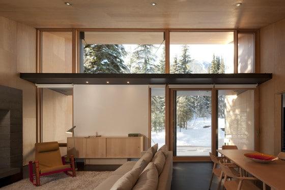 Diseño de ventana grandes hecha de madera