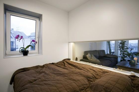 Dormitorio de apartamento pequeño con vista a la sala