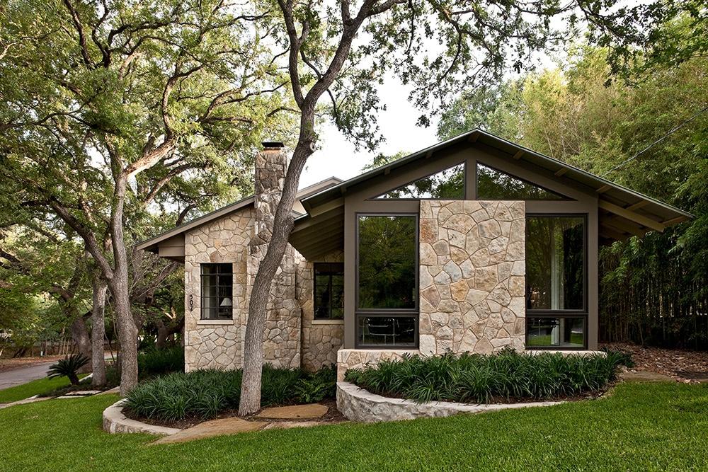 Fachada de casa r stica donde incluimos dise o interior for Jardineras para patio casa