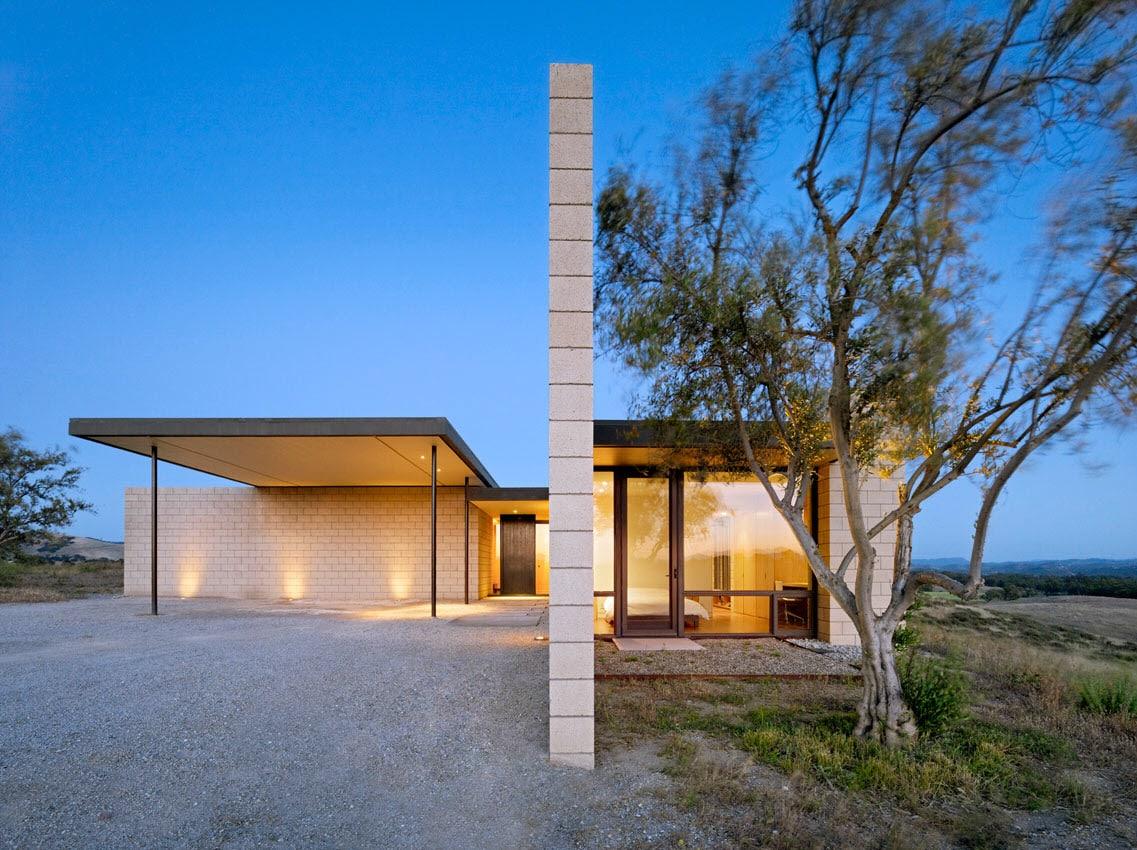 Dise o de casa moderna de un piso de ladrillo caravista for Casas modernas fachadas de un piso