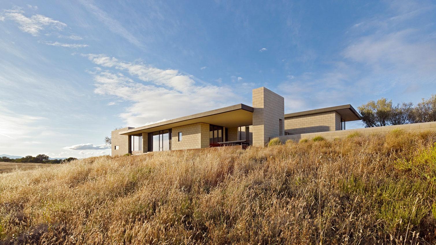 Dise o de casa moderna de un piso de ladrillo caravista for Casa moderna design
